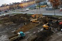 Budování základů nového ostravského mrakodrapu na náměstí Republiky