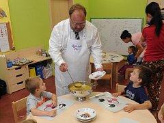 Jedenáct dětí zaměstnanců Krajského úřadu MS kraje nastoupilo ve čtvrtek do nové firemní školky Krajánek.