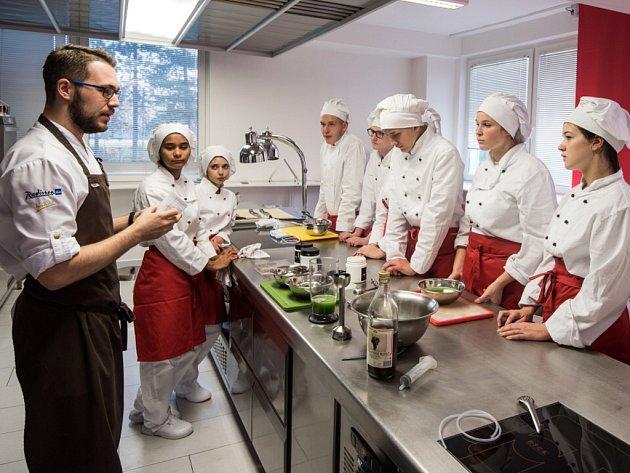 Workshop molekulární kuchyně studentů AHOLu - Střední škole gastronomie, turistiky a lázeňství v Ostravě.
