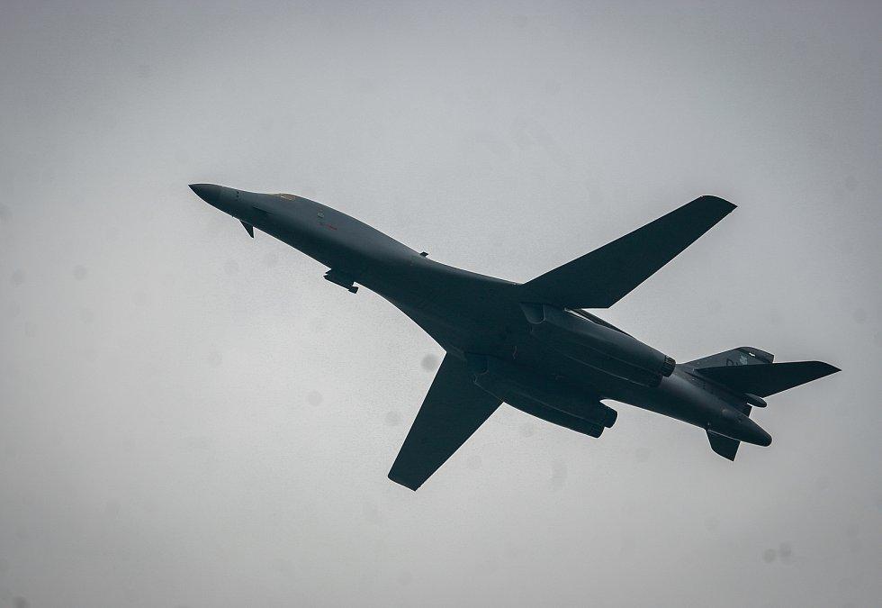 """Přílet bombardérů B-52H Stratofortress a nadzvukového """"stealth"""" B-1B Lancer na ostravské letiště Leoše Janáčka v Mošnově."""