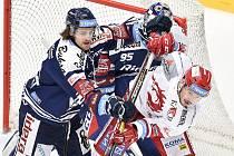 Utkání 20. kola hokejové extraligy: HC Oceláři Třinec - HC Vítkovice Ridera, 21. listopadu 2019 v Třinci. Na snímku (zleva) Alexandre Mallet a Patrik Hrehorčák.