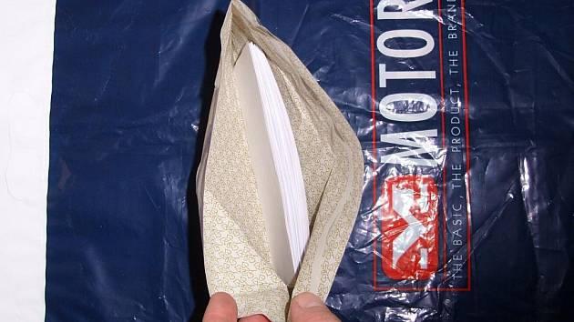 V zavazadle byly místo peněz nastříhané papírky.