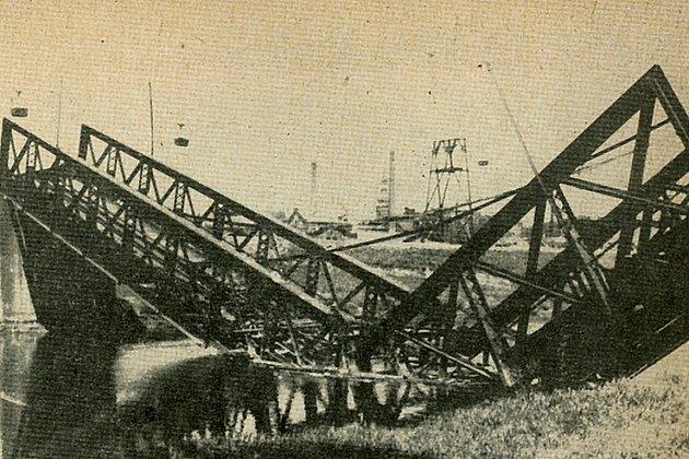 Zničený most přes Ostravici uŽofinské hutě Vítkovických železáren.