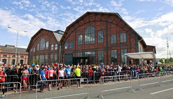 Tisíce sportovních nadšenců idavy zvědavců přilákal 54.ročník Craft Ostravského maratonu.