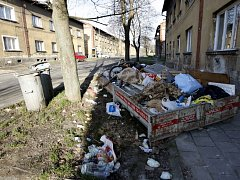 Místní tady sociální bydlení nechtějí. Obvod proto domy koupí a zbourá.