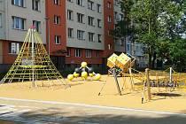 Nové dětské hřiště.