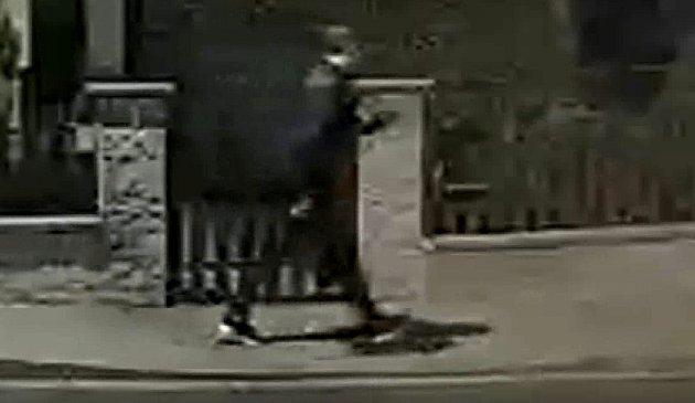 Ostravští kriminalisté pátrají po muži ze snímku. Fotografie je ze záznamu kamer, omluvte sníženou kvalitu.