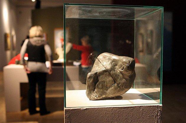 PERLY. I tak lze nazvat vzácná umělecká díla, která jste mohli zhlédnout na výstavě nazvané Černá slunce / Odvrácená tvář modernity 1927 až 1945.