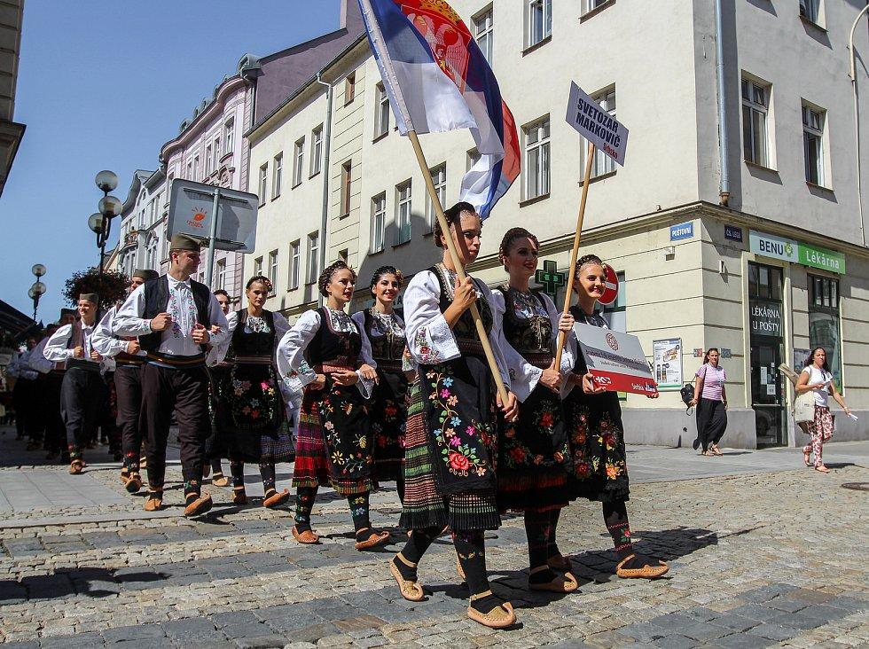 XXI. ročník mezinárodního festivalu městských folklorních souborů odstartoval v pondělí 13. srpna v Ostravě.