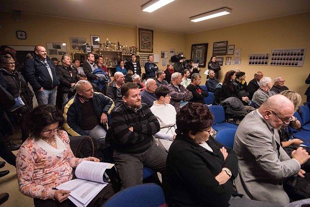 Veřejné projednání návrhu plánované skládky uhlí od firmy ArcelorMittal, která má stát na území Ostravy-Bartovic.