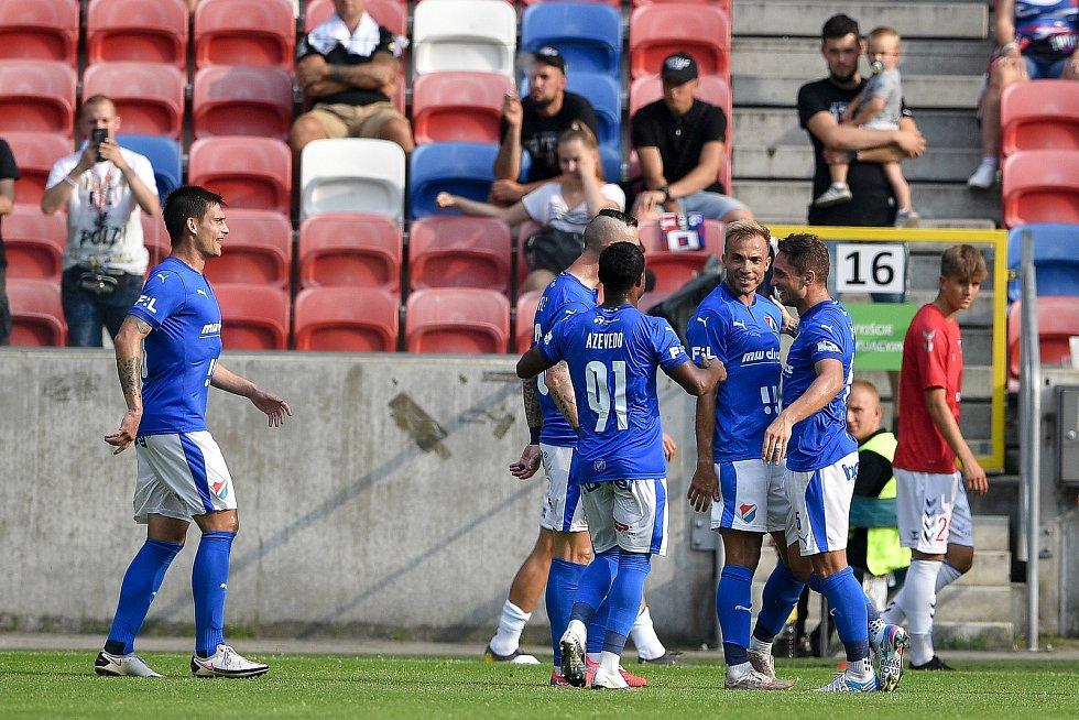 Přátelské utkání Górnik Zabrze - FC Baník Ostrava, 17. července 2021 v Zabrze (PL). (střed) Nemanja Kuzmanovič z Ostravy oslavuje gól.