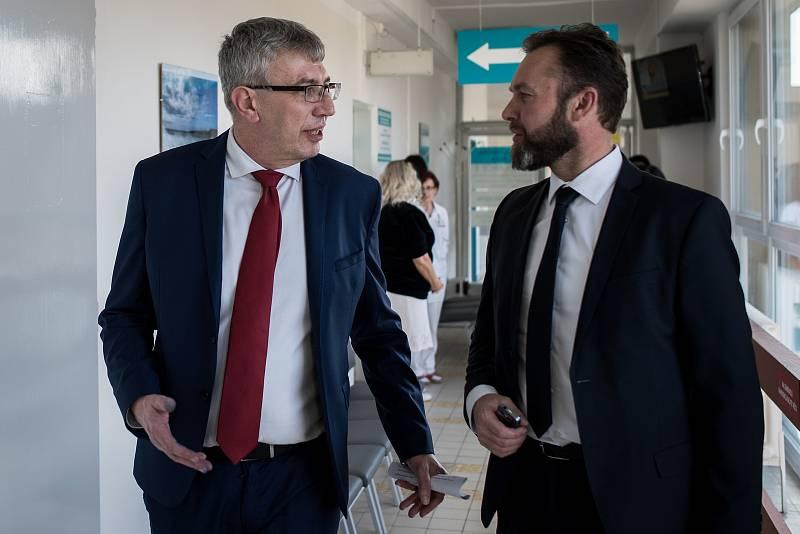 Ředitel Fakultní nemocnice Ostrava MUDr. Jiří Havrlant (zleva) na snímku z otevření centra pro diagnostiku a léčbu demyelinizačních onemocnění ve FNO, 18. února 2019.