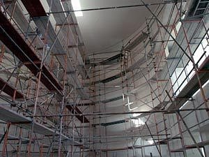 Interiér nově budovaného kostela v Ostravě-Zábřehu