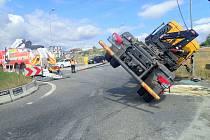 Zásah hasičů u nehody nákladního vozu v Ostravě.