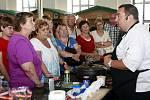 Gastro show Ivana Vodochodského v Trojhalí. Přípravu jehněčího na švestkách lidé nejen sledovali, ale také se do ní zapojili.