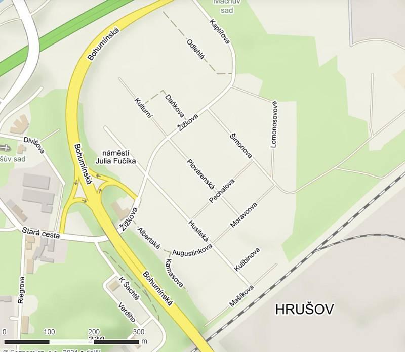 Na místě, kde vyrůstá jeden z nejmodernějších průmyslových parků v republice, bylo kdysi centrum Hrušova s řadou ulic a náměstí. Přestože už fakticky neexistují, jsou stále zaneseny v mapách a figurují i v seznamu ulic volebního okrsku 19 003. Na mapě nap
