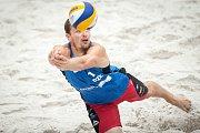 Turnaj Světového okruhu v plážovém volejbalu - zápasy o postup do osmifinále, 22. června 2018 v Ostravě. Na snímku Ondřej Perušič.