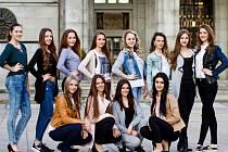 Všech dvanáct finalistek, které se utkají o postup do finále celostátní soutěže Dívka roku 2016. To se uskuteční 18. června v Jičíně.