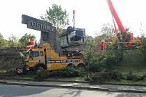 Vážná kamionová nehoda, při které byli zraněni dva lidé se stala ve středu 15. května odpoledne v Ostravě-Petřkovicích. Havárie na několik hodin uzavřela hlavní tah mezi Ostravou a Hlučínem.