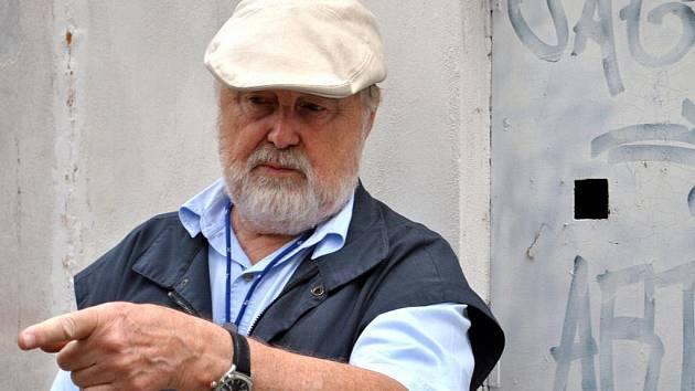 Akademický malíř, grafik a vysokoškolský profesor Eduard Ovčáček.
