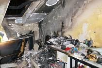 Oheň v podkroví rodinného domu v Ostravě-Michálkovicích napáchal škody za půl milionu korun. Mohl za to špatně uhašený nedopalek cigarety, který někdo hodil do koše.