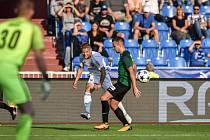 Jakub Pokorný na snímku uprostřed - ze zápasu 6. kola první fotbalové ligy FC Baník Ostrava - FK Jablonec 9. září v Ostravě.