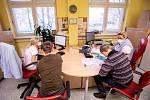 Ve Fakultní nemocnici Ostrava začalo 29. prosince 2020 očkování proti nemoci  Covid-19. Mezi prvními byli naočkováni přednosta a vrchní sestra Kliniky infekčního lékařství.