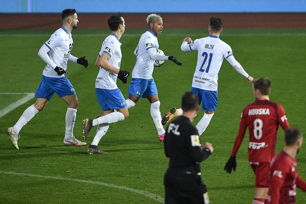 Utkání 13. kola první fotbalové ligy: FC Baník Ostrava - Sigma Olomouc, 18. prosince 2020 v Ostravě. Baník oslavuje gól na 1:1 (střed) Dyjan Carlos De Azevedo z Ostravy a Daniel Holzer z Ostravy)