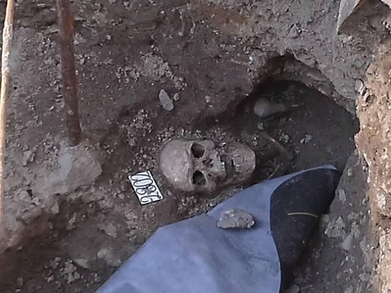 """Michael Petropulos, 9 let, Krnov. """"Nedělní výlet po městě – u kostela  svatého Martina v Krnově v místě archeologických vykopávek"""""""