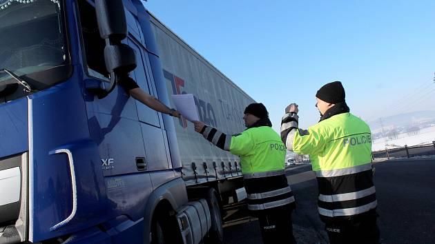 Povolený náklad řidič překročil o dvě tuny