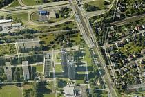 Letecký snímek ulici Pavlovova a Plzeňská z aplikace Google Maps.
