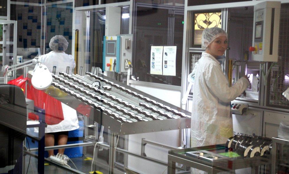 LIDÉ pracující u výrobce autofiltrů obtěžuje zápach, firma se jim snaží pomoci.