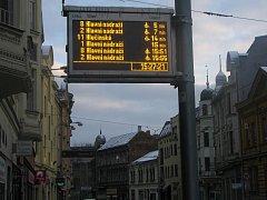 Elektronickými panely je vybavena řada frekventovaných zastávek městské hromadné dopravy v celé Ostravě. Lidé na nich zjistí přehled spojů a časy odjezdů.
