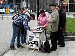 Také v Ostravě mohou lidé vyjádřit svůj nesouhlas s vládou, a to podpisem pod peticí.