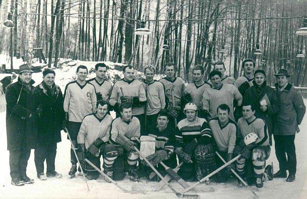 Hokej na rybníku má ve Staré Bělé dlouhou tradici.