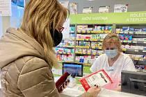 Enormní poptávku po respirátorech hlásí i lékárny Agel.
