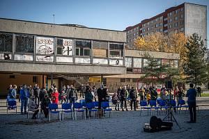 Bohoslužba pod širým nebem v Ostravě-Hrabůvce, neděle 8. listopadu 2020.