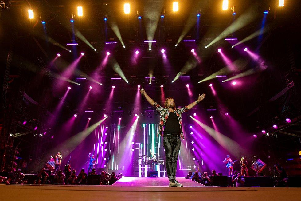 Hudební festival Colours of Ostrava 2019 v Dolní oblasti Vítkovice, 18. července 2019 v Ostravě.  Na snímku Richard Krajčo a skupina Kryštof.