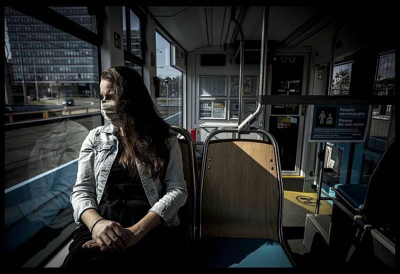 V tramvaji s omezením.