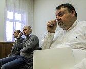 Daneš Zátorský u soudu vinu odmítl. Na fotografii zleva David Rusňák, Radek Hradil, Daneš Zátorský