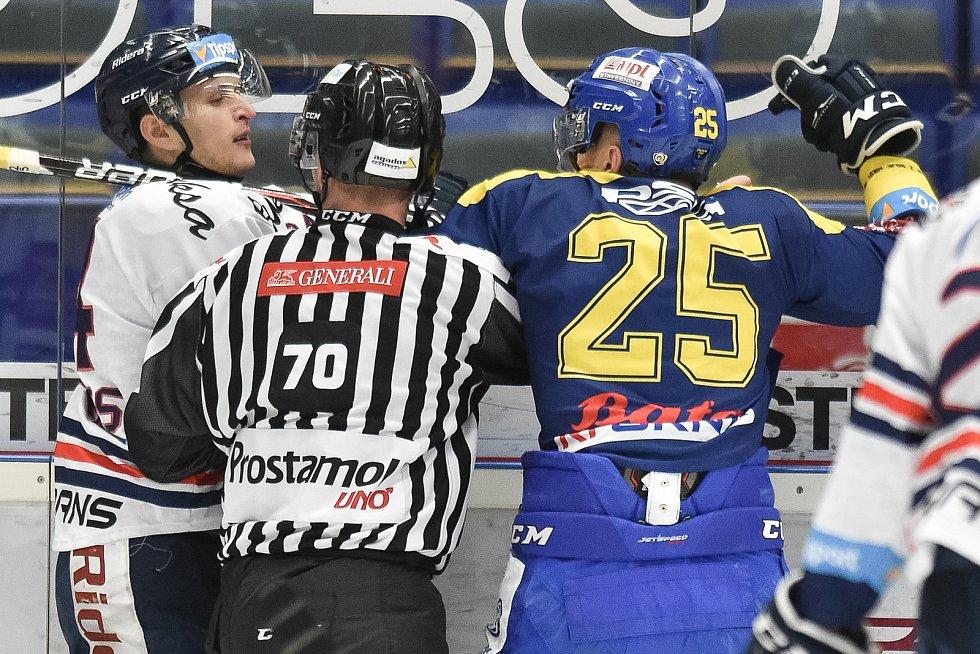 Utkání 32. kola hokejové extraligy: HC Vítkovice Ridera - PSG Berani Zlín, 4. ledna 2019 v Ostravě. Na snímku (zleva) Jan Schleiss a Kubiš Pavel.