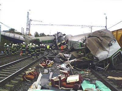 Záběr z místa tragické vlakové nehody ve Studénce