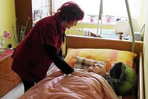 Manželé v kategorií seniorů 80+ z Ostravy-Hrabůvky, paní Terezia je po obou vakcínách, ale pan Milan má zatím smůlu.