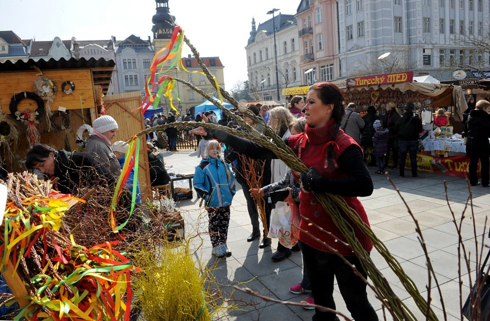 Velikonoční trhy na Masarykově náměstí v centru Ostravy, březen 2016.