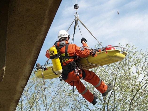 Cvičení leteckých záchranářů