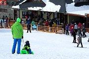 Tošovický areál zaplnili o víkendu lyžaři, snowboardisté i bobisté.