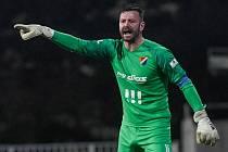 Jan Laštůvka si připsal v sobotním utkání Baníku Ostrava s Příbramí (5:0) již 143. čisté konto v nejvyšších soutěžích a v Klubu ligových brankářů poskočil na 5. místo před legendárního Luďka Mikloška.
