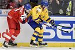 Mistrovství světa hokejistů do 20 let, čtvrtfinále: ČR - Švédsko, 2. ledna 2020 v Ostravě. Na snímku (zleva) Libor Zabransky a Rasmus Sandin.