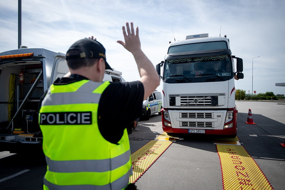 Dopravně bezpečnostní akce, při které se policisté zaměříli na způsob jízdy na dálnici D1 (zejména u řidičů nákladní a kamionové dopravy), 26. dubna 2019 v Klimkovicích.