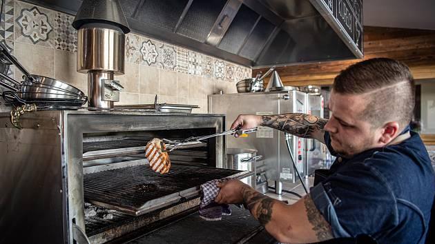 Nově otevřená restaurace Stračena Garden ve Svinově, 8. srpna 2020 v Ostravě. Šéfkuchař David Mecko.